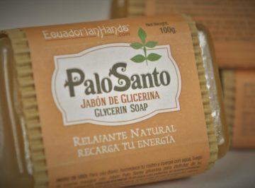 Palo Santo, mydło glicerynowe, kolczyki, korale  fot. Maciej Załuski